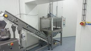 Cabbage quartering machine
