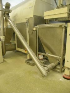 Screw conveyor for transporting powders