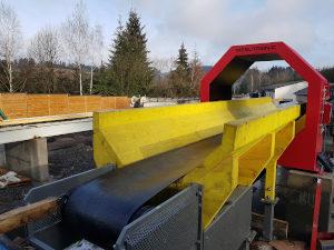 Detector conveyor for round logs