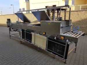 Conveyor for transporting hot tofu